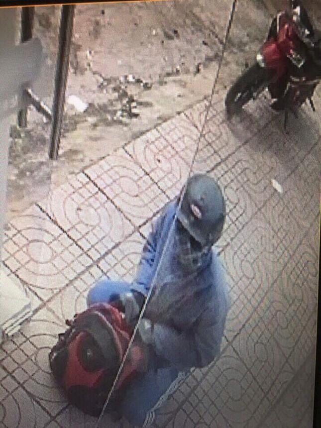 Phát hiện chiếc xe máy nghi của tên cướp ngân hàng tại Đồng Nai - ảnh 1