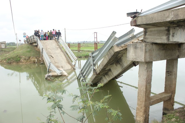 Tuyên Quang: 3 công nhân mất tích do sập cầu - ảnh 1