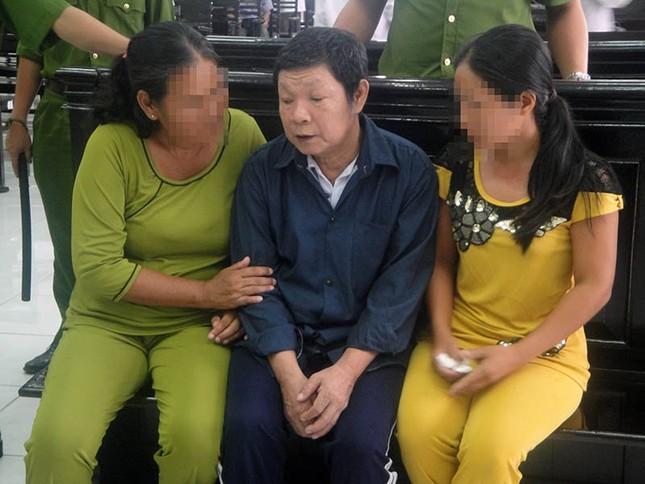 Ông nội và bố đẻ lãnh án chung thân do hiếp dâm bé gái 11 tuổi - ảnh 2