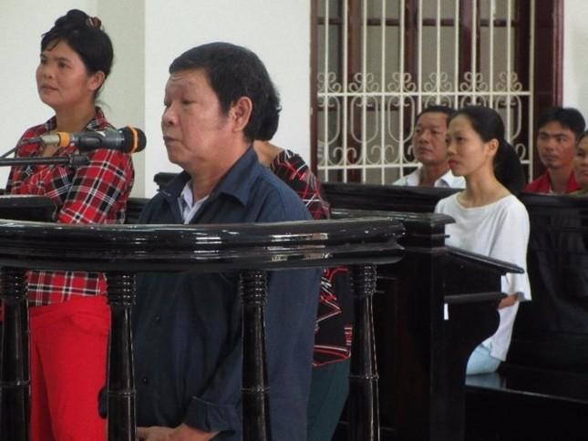 Ông nội và bố đẻ lãnh án chung thân do hiếp dâm bé gái 11 tuổi - ảnh 1