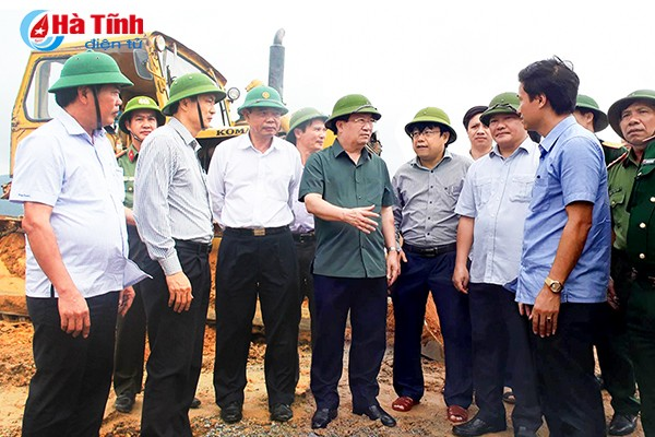 Phó Thủ tướng Trịnh Đình Dũng đi khảo sát tình hình chống bão tại Nghệ An, Hà Tĩnh - ảnh 2