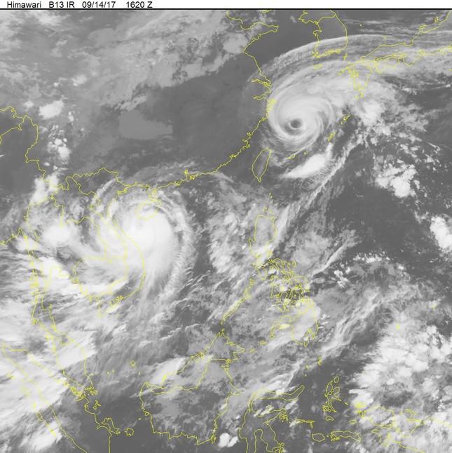 Chiều mai bão số 10 sẽ đổ bộ vào Nghệ An-Hà Tĩnh - ảnh 2