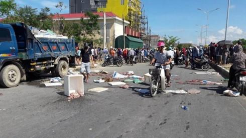 Hà Tĩnh: Nghi xe tải chôn trộm hải sản thối, dân chặn quốc lộ 1A - ảnh 2