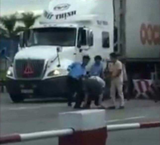 Vụ tài xế bị đánh tại trạm thu phí: Người trong cuộc lên tiếng - ảnh 1