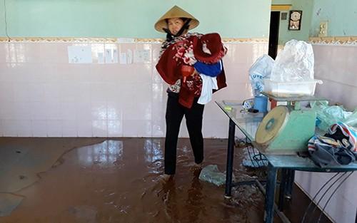 Vũng Tàu: 30 hộ dân di dời khỏi nhà do vỡ bờ kênh - ảnh 1