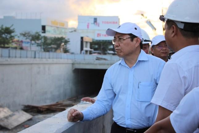 Chủ tịch Đà Nẵng: Thưởng nóng nếu hoàn thành hầm chui kịp phục vụ APEC - ảnh 1