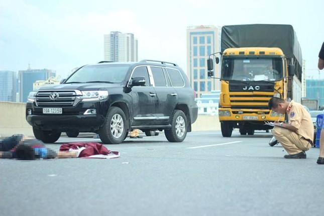 Thanh niên lái xe máy vào đường trên cao tử vong do va chạm với ô tô - ảnh 1