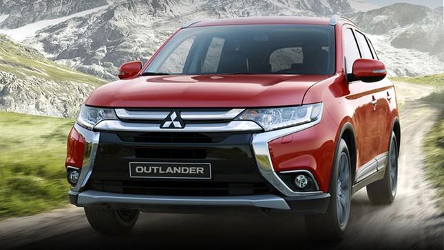 Suzuki và Mitsubishi đồng loạt giảm giá, Toyota trình làng mẫu Fortuner mới - ảnh 2