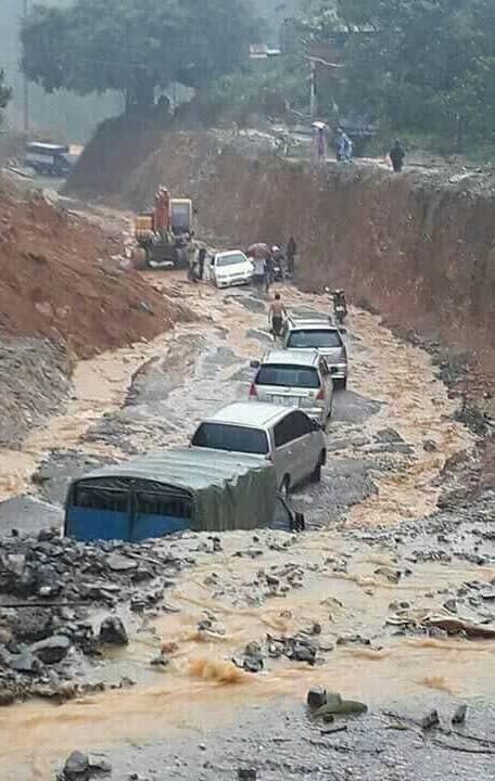 Hòa Bình: 10 người chết do mưa lũ, Quốc lộ 6 bị chia cắt - ảnh 1