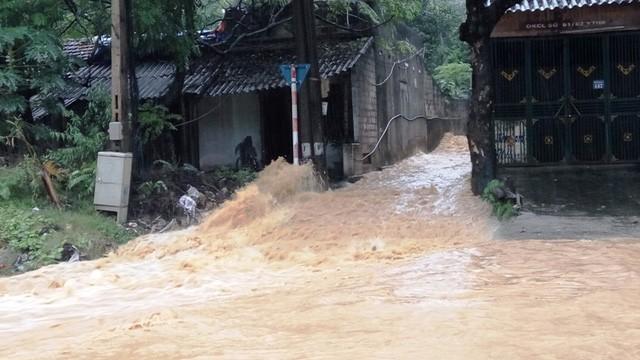 Hòa Bình: 10 người chết do mưa lũ, Quốc lộ 6 bị chia cắt - ảnh 2