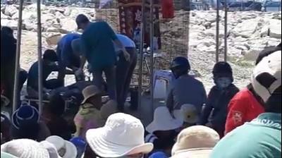 Ninh Thuận: Phát hiện xác 1 nam thanh niên bị cột vào bê tông dưới biển - ảnh 1
