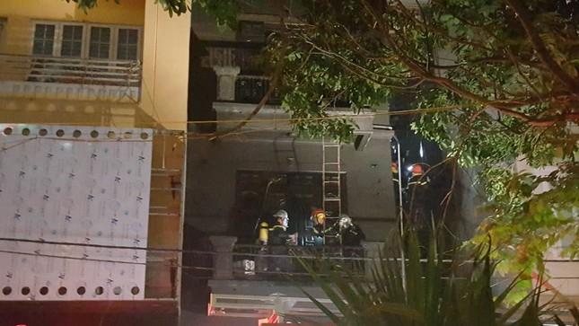 Huy động 8 xe cứu hỏa dập lửa cho hỏa hoạn tại quán karaoke - ảnh 3
