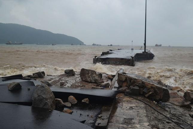 Phó Thủ tướng Trịnh Đình Dũng kiểm tra tình hình sau bão tại Phú Yên - ảnh 2