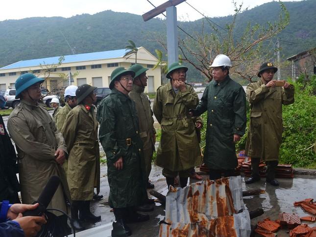 Phó Thủ tướng Trịnh Đình Dũng kiểm tra tình hình sau bão tại Phú Yên - ảnh 3