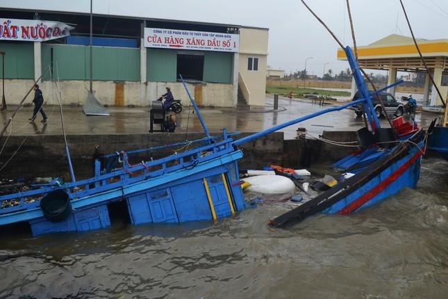 Phó Thủ tướng Trịnh Đình Dũng kiểm tra tình hình sau bão tại Phú Yên - ảnh 1
