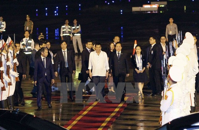 APEC2017: Tổng thống Philipines Rodrigo Duterte đặt chân đến Việt Nam - ảnh 2