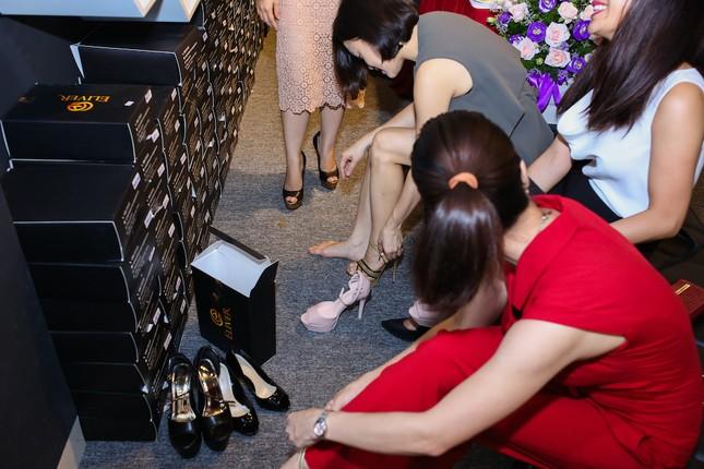 Người mẫu Andrea cá tính khoe sắc với 2 phong cách giày đẳng cấp - ảnh 5