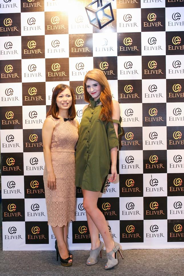 Người mẫu Andrea cá tính khoe sắc với 2 phong cách giày đẳng cấp - ảnh 3