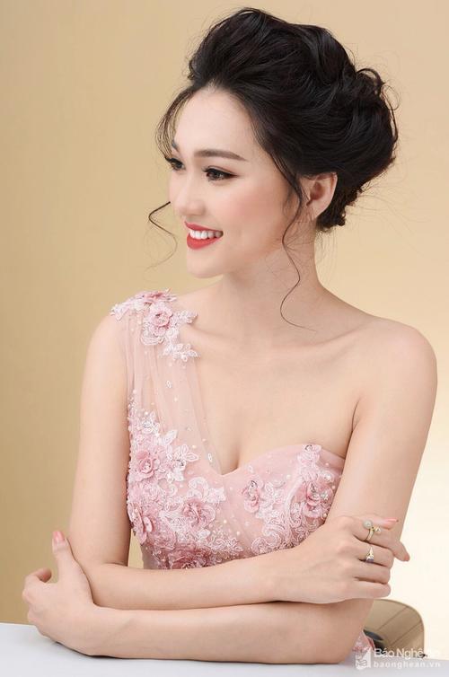 'Hoa hậu Hoàn Vũ Việt Nam 2017' chưa chính thức diễn ra nhưng đã chứng kiến màn so kè nhan sắc cực hấp dẫn! - ảnh 8