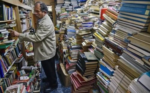 """""""Chúa tể"""" của những cuốn sách - ảnh 1"""