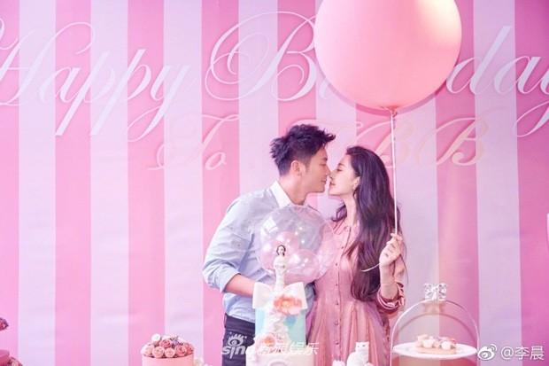 Phạm Băng Băng rơi nước mắt khi được Lý Thần cầu hôn trong ngày sinh nhật tuổi 36 - ảnh 1