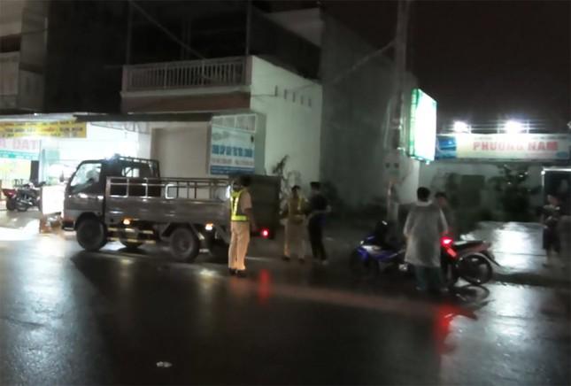 Bình Dương: Hai vụ tai nạn chết người liên tiếp xảy ra trong đêm mưa - ảnh 1