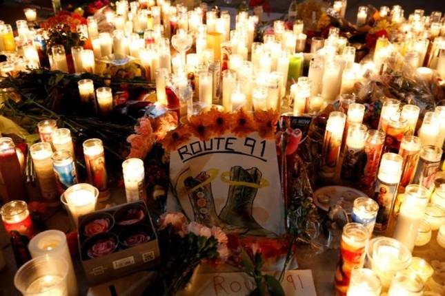 Cả nước Mỹ tưởng niệm các nạn nhân vụ xả súng ở Las Vegas - ảnh 4