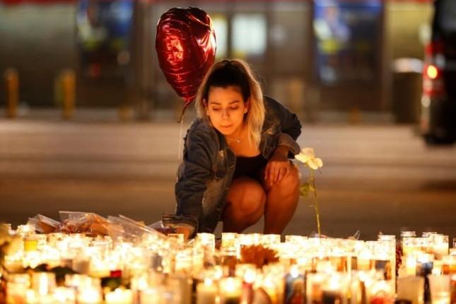 Cả nước Mỹ tưởng niệm các nạn nhân vụ xả súng ở Las Vegas - ảnh 5