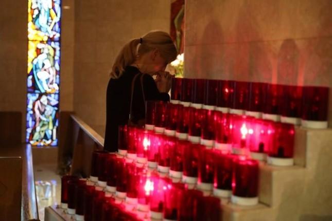 Cả nước Mỹ tưởng niệm các nạn nhân vụ xả súng ở Las Vegas - ảnh 7