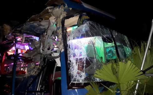 Xe khách gây tai nạn kinh hoàng tại Nội Bài - ảnh 1