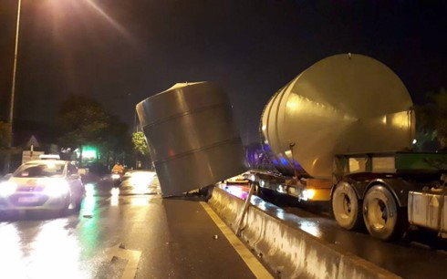 Xe khách gây tai nạn kinh hoàng tại Nội Bài - ảnh 2