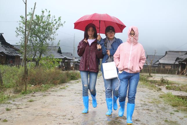 Hoa hậu Đỗ Mỹ Linh mắc kẹt ở Yên Bái do mưa lũ - ảnh 1