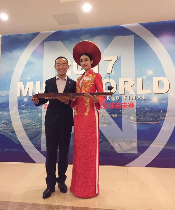 Hé lộ hình ảnh hậu trường của Hoa hậu Đỗ Mỹ Linh tại Miss World 2017 - ảnh 2