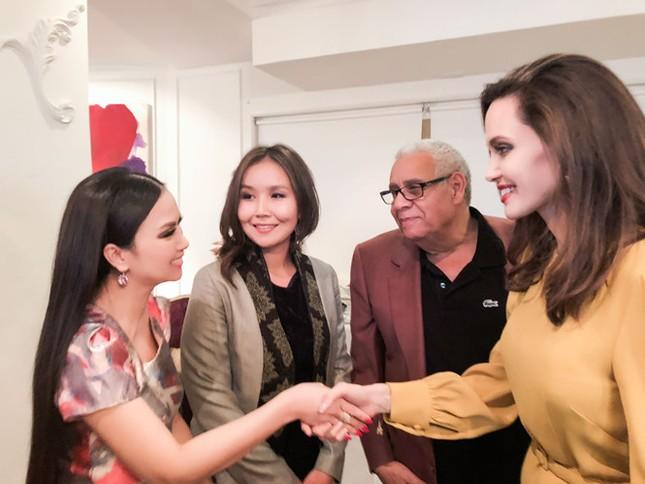 Hà Phương được gặp riêng minh tinh Angelina Jolie ở Hollywood - ảnh 1