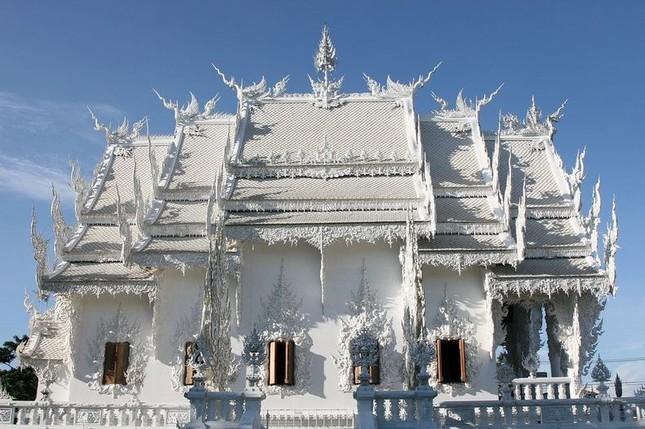 Khám phá ngôi đền trắng kỳ dị ở Thái Lan - ảnh 1