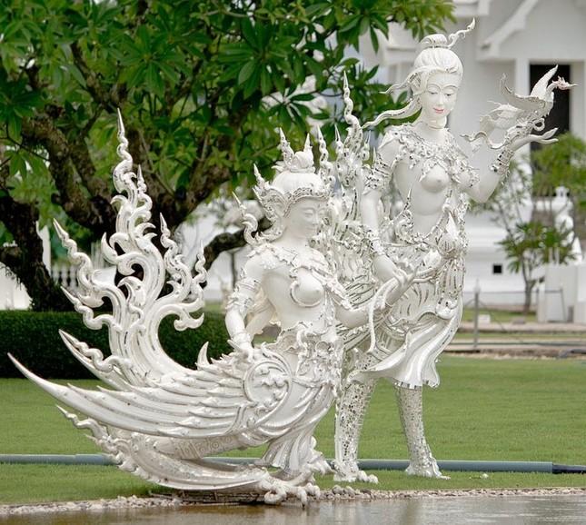 Khám phá ngôi đền trắng kỳ dị ở Thái Lan - ảnh 2