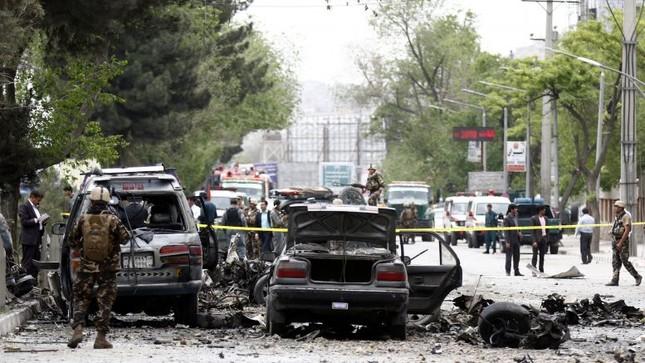 Hàng loạt vụ khủng bố ôm bom tự sát nhằm vào Afghanistan - ảnh 1