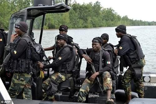 Chìm tàu quân đội ở Cameroon, hơn 30 binh sĩ mất tích  - ảnh 1