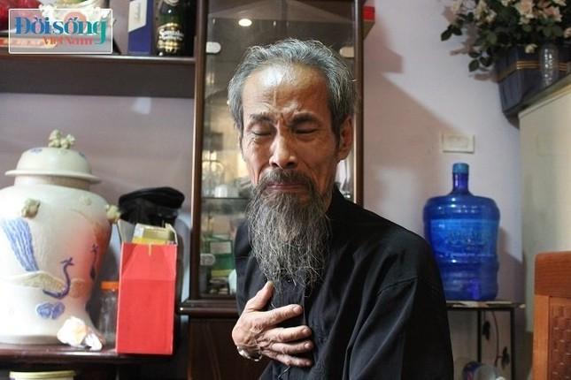 """""""Lão bạo chúa"""" Chu Hùng ứa nước mắt vì cuộc sống 3 năm không điện, không nước - ảnh 1"""
