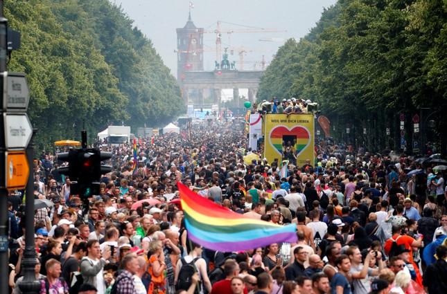 Người Đức ăn mừng Luật hôn nhân đồng giới được thông qua - ảnh 1