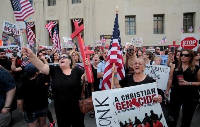 Mỹ tạm dừng việc trục xuất hơn 1.400 công dân Iraq - ảnh 1