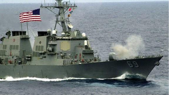 Hải quân Mỹ bắn cảnh cáo tàu Iran ở Vịnh Ba Tư - ảnh 1