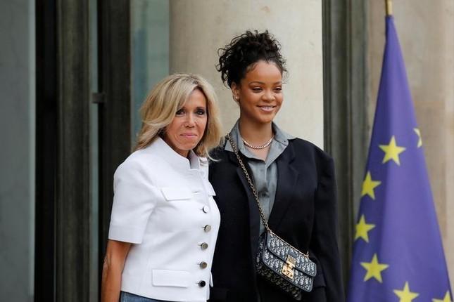 Rihanna gặp tổng thống Pháp Macron để bàn về giáo dục - ảnh 1