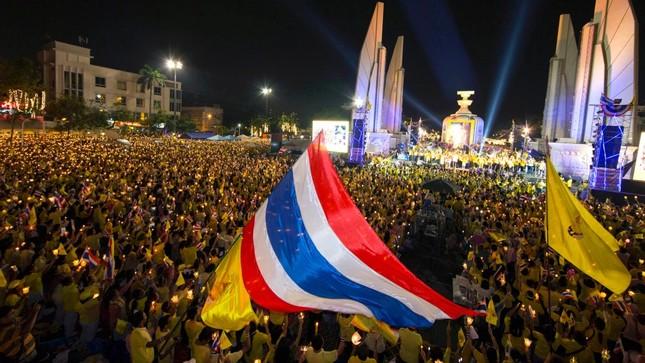 Thái Lan hân hoan mừng sinh nhật Vua Maha Vajiralongkorn - ảnh 3