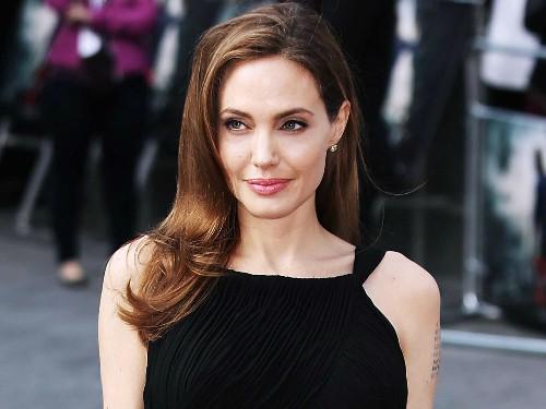 Những điều cần biết về chứng liệt cơ mặt của Angelina Jolie - ảnh 1