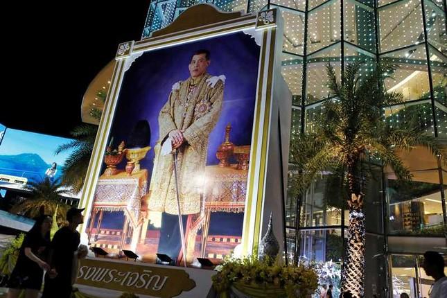 Thái Lan hân hoan mừng sinh nhật Vua Maha Vajiralongkorn - ảnh 1