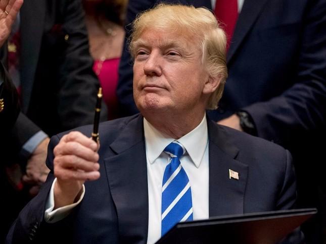 Tổng thống Trump ký xác nhận lệnh trừng phạt Nga - ảnh 1
