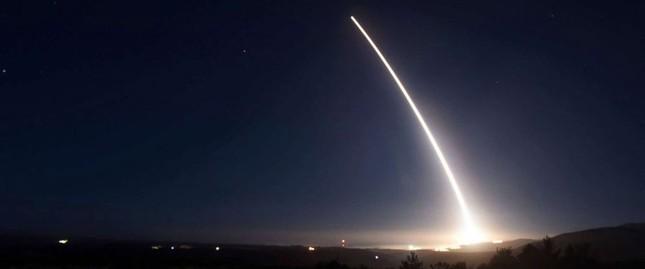 """""""Dằn mặt"""" Triều Tiên, Mỹ cũng phóng tên lửa ICBM - ảnh 1"""