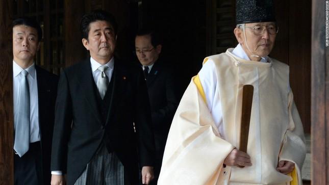 Sợ mất lòng đồng minh, Thủ tướng Nhật tránh tới đền Yasukuni  - ảnh 1