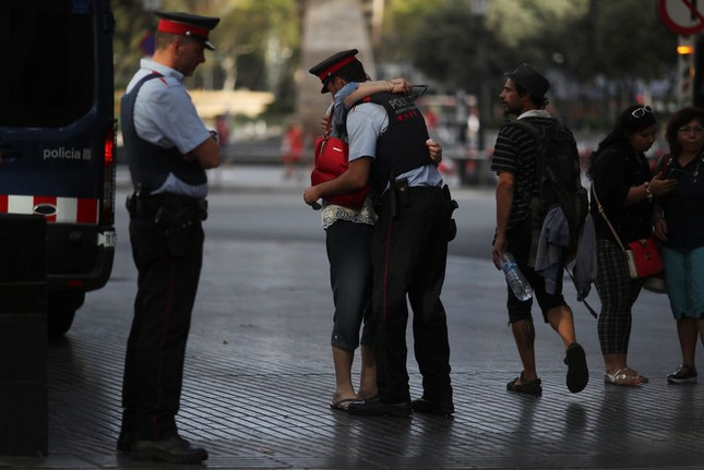 Nghi phạm của vụ khủng bố Barcelona có thể đã lẩn trốn sang Pháp - ảnh 1